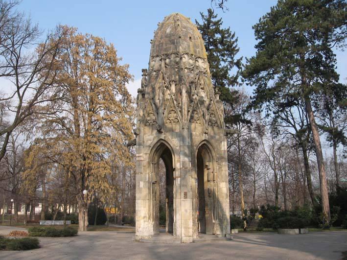 Gotická veža františkánskeho kostola, r. 1896