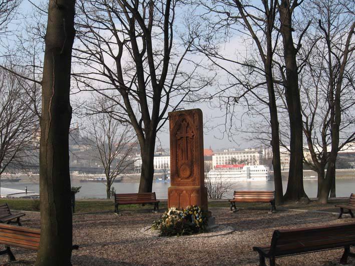 Pamätník obetiam holokaustu Arménov