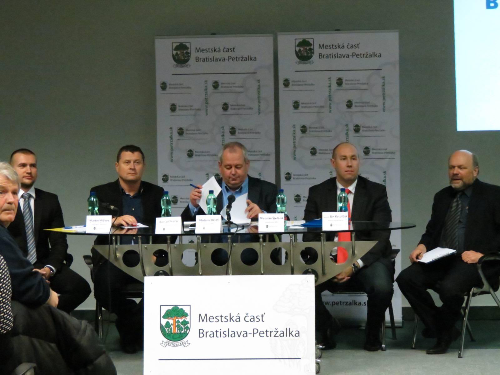 foto_verejna_prezentacia (1)