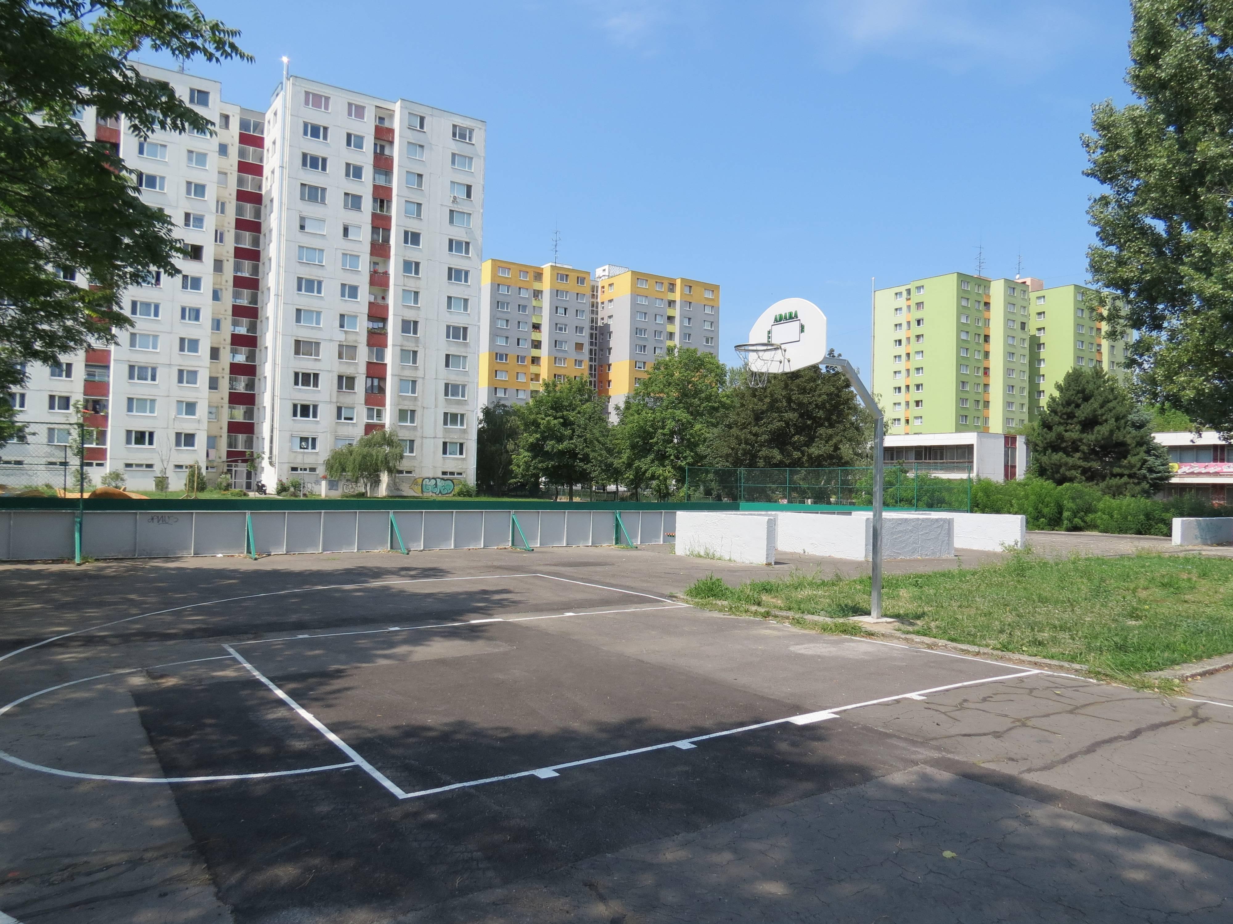 Sportovisko Hrobakova 25a po rekonstrukcii