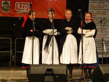 Detský folklórny súbor Hájenka s detskou ľudovou hudbou Jarabinka
